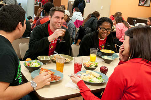 group of students eating lunch together in Watterson Dining Commons